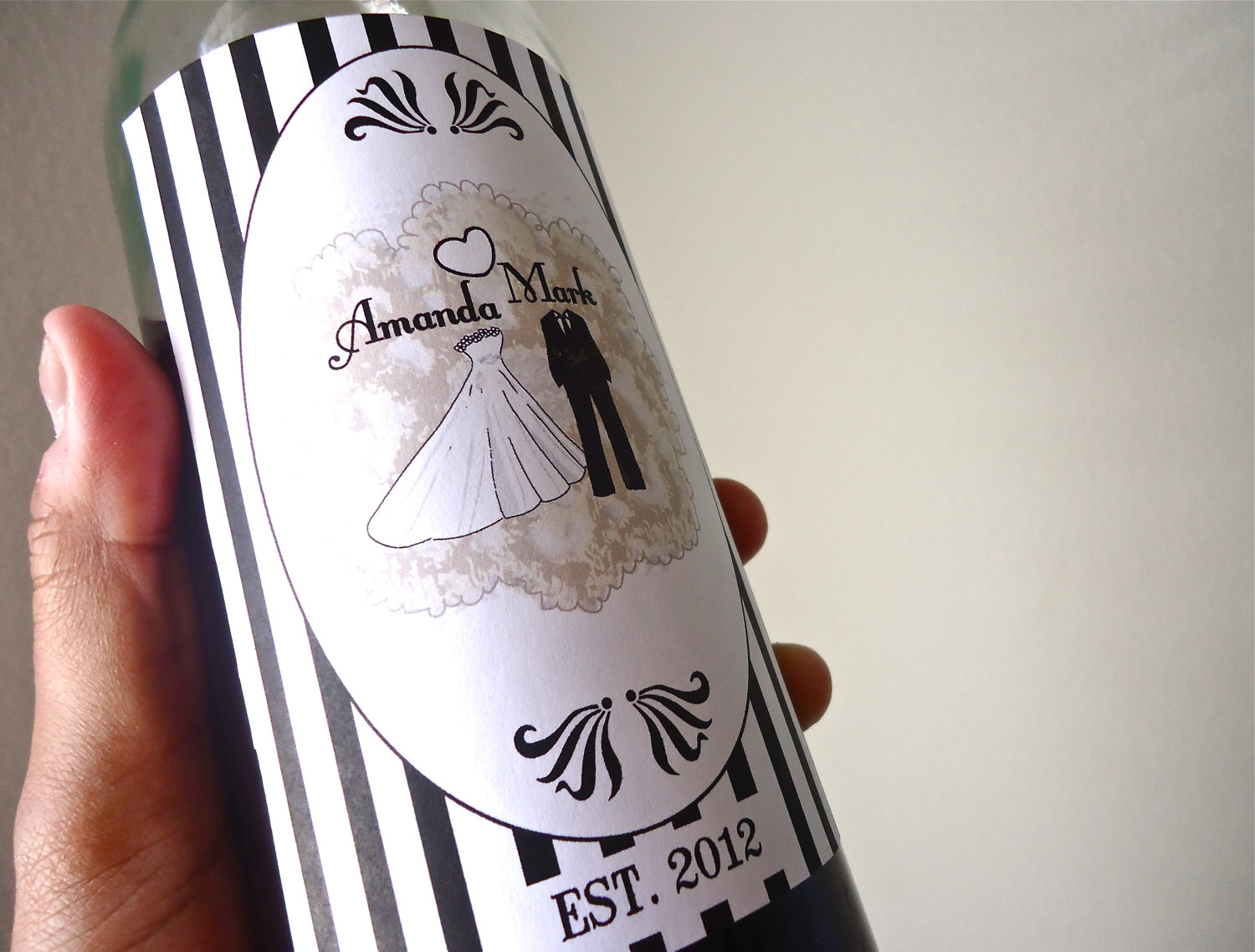 5-easy-ways-to-personalize-the-wedding-diy-weddings-custom-wine-labels.original