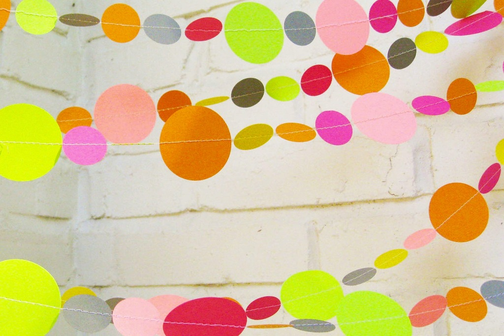Bold-wedding-ideas-electric-colors-garland.full