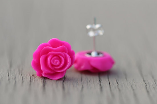 bold wedding ideas electric colors pink bridesmaid earrings