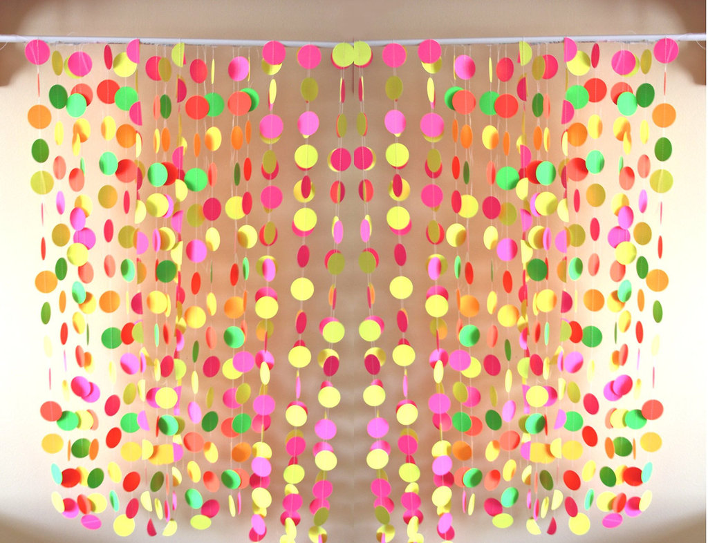 Bold-wedding-ideas-electric-colors-polka-dot-backdrop.full