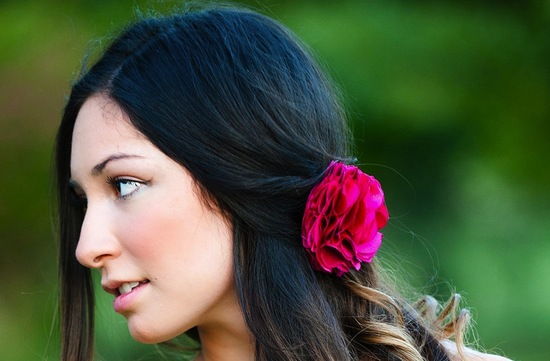bold wedding ideas electric colors bridesmaid hair flower
