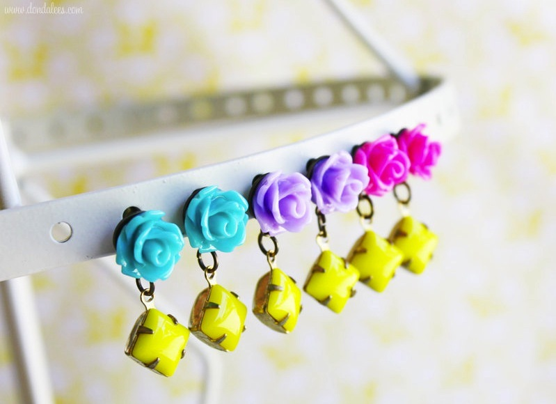 bold wedding ideas electric colors bridesmaid earrings