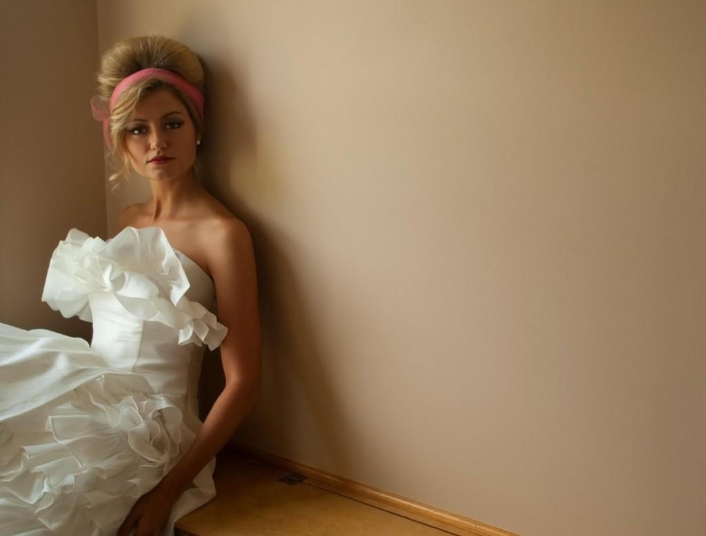 Retro-wedding-treasures-for-vintage-brides-tea-length-wedding-dress.full