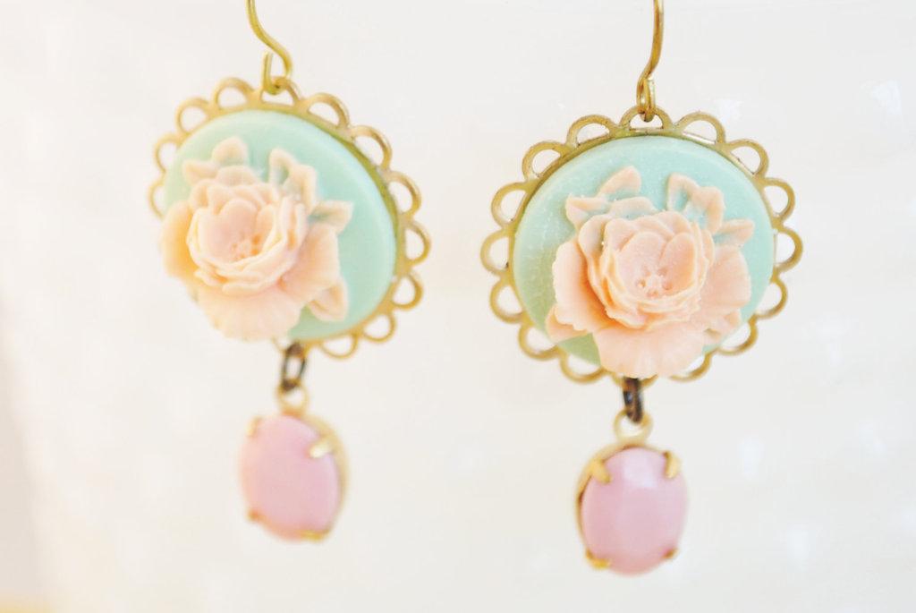 Vintage-inspired-bridal-earrings-mint-pink-peach.full