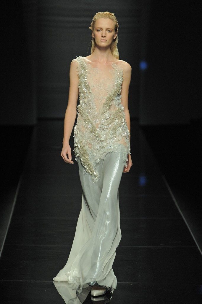 Nearly-white-gowns-perfect-for-the-wedding-fashion-week-inspiration-alberta-ferretti.full