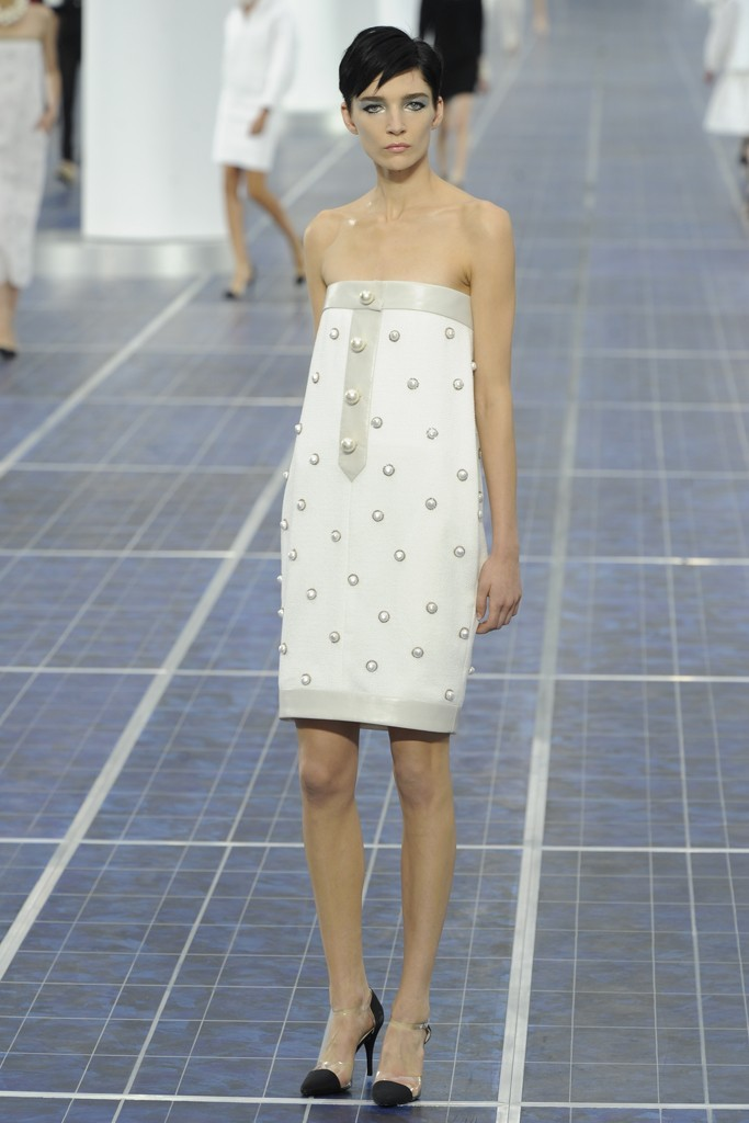 Nearly-white-gowns-perfect-for-the-wedding-fashion-week-inspiration-chanel.full