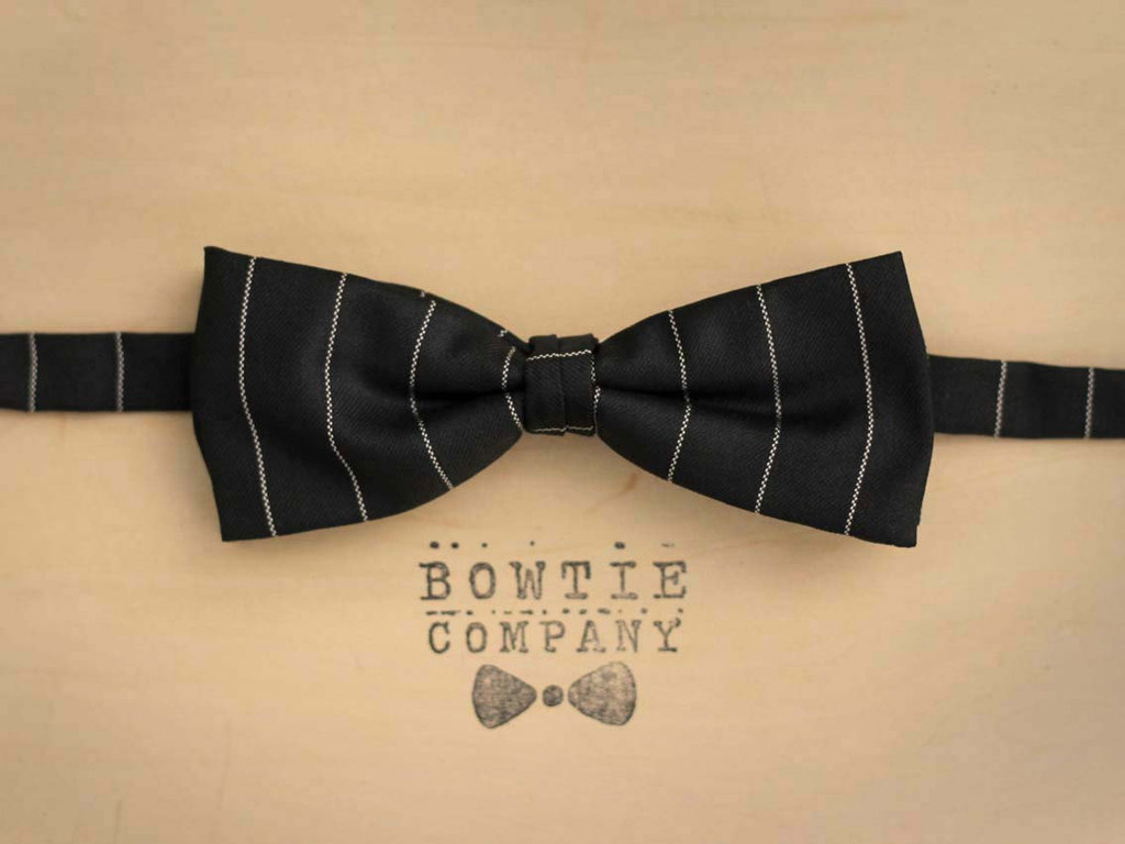 Http-::www.etsy.com:listing:96150869:white-circular-pattern-pre-tied-bow-tie-black-tie.full