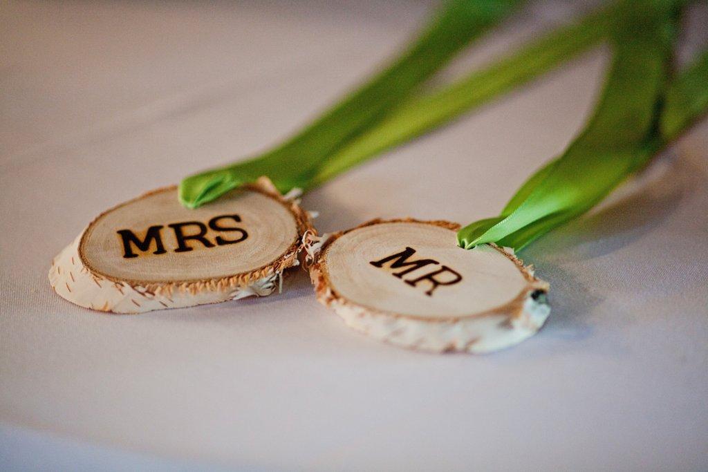 Kansas-city-wedding-rustic-mr-mrs-signs.full