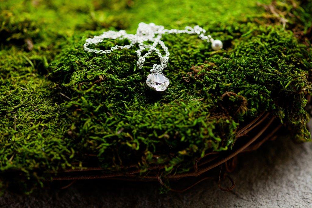 Kansas-city-wedding-brides-necklace.full