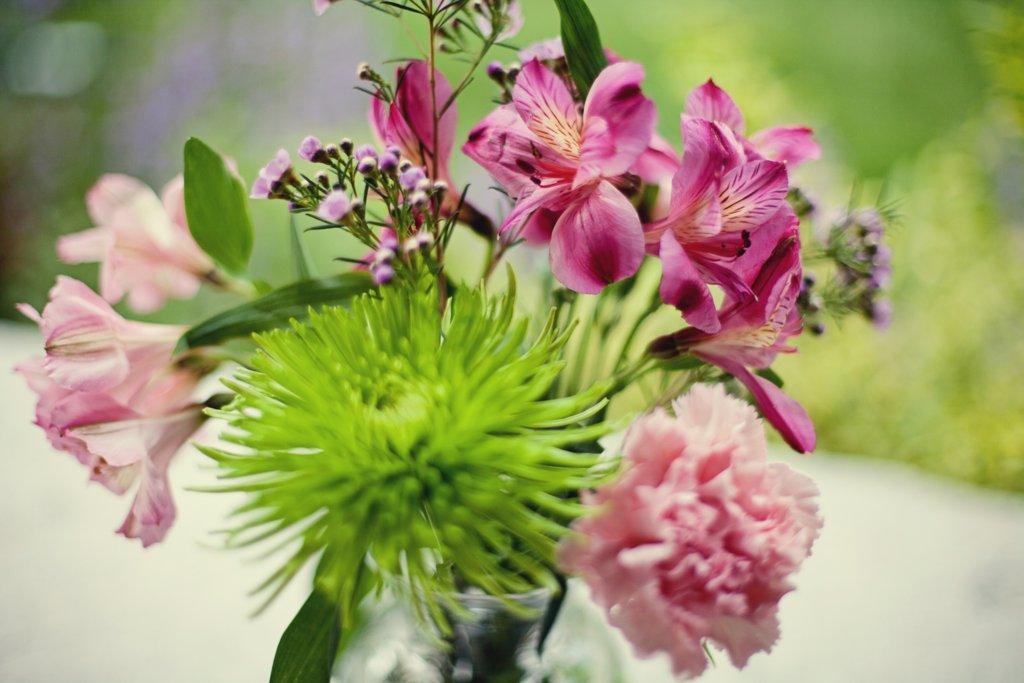 Kansas-city-wedding-pink-green-flowers-centerpiece.full