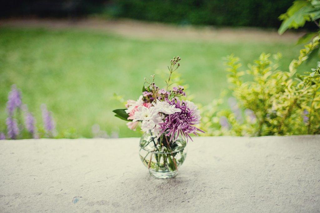 Kansas-city-wedding-simple-centerpiece-white-purple.full