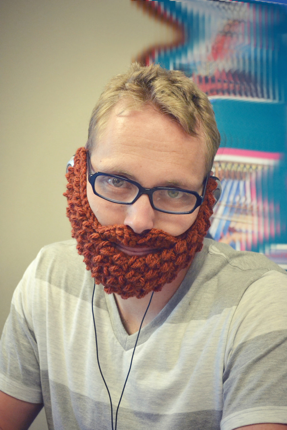 5-hillarious-wedding-gifts-for-groomsmen-knitted-beard.original