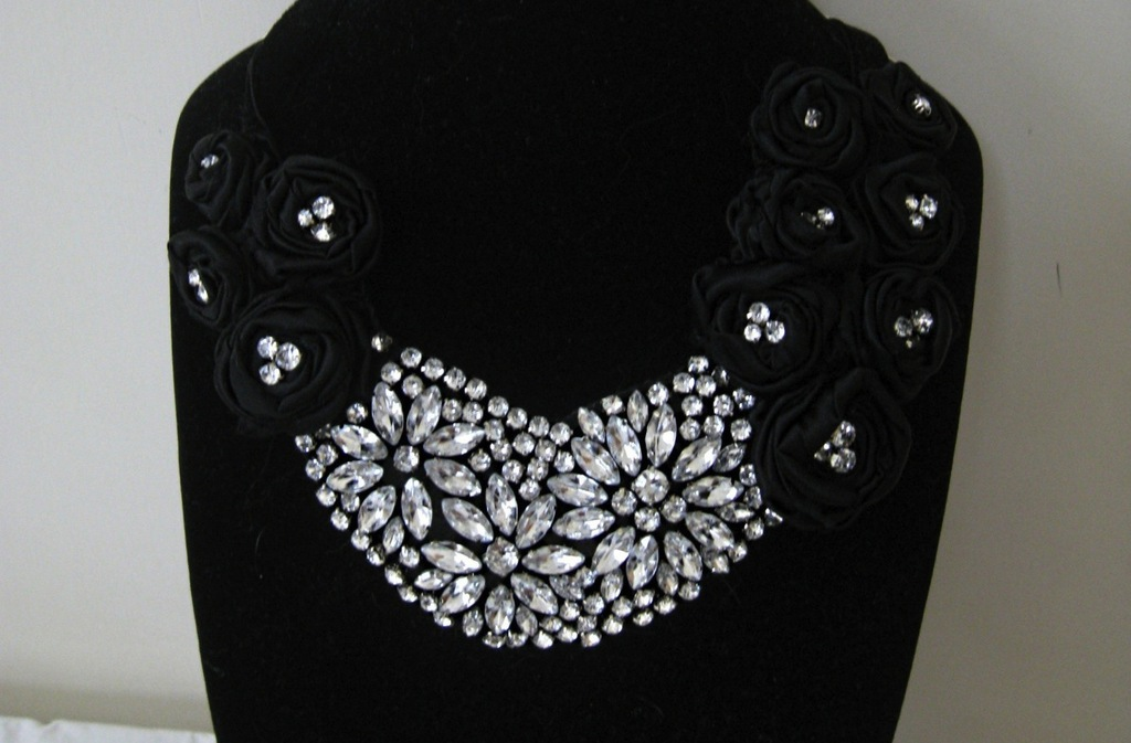 Bejeweled-bride-wedding-accessories-statement-necklace.full