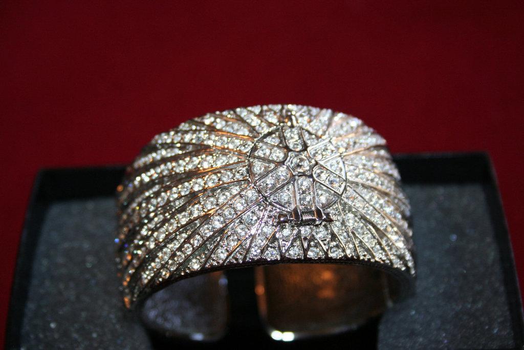 Bejeweled-bride-wedding-accessories-vintage-bracelet.full