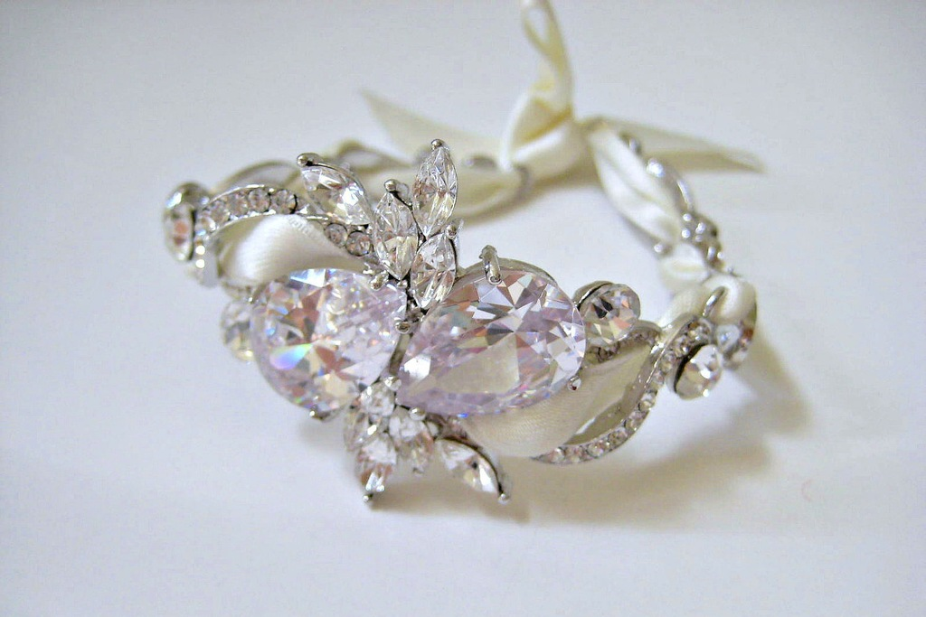 bejeweled bride wedding accessories delicate bracelet