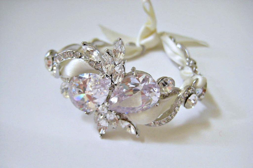 Bejeweled-bride-wedding-accessories-delicate-bracelet.full