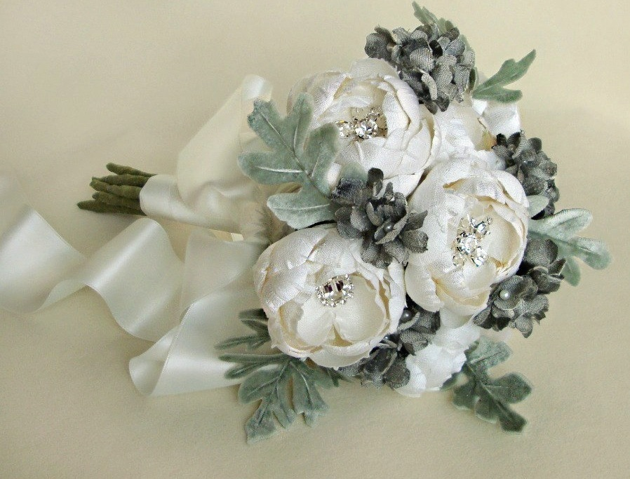 Fall-winter-wedding-ideas-handmade-velvet-treasures-from-etsy-bouquet.full