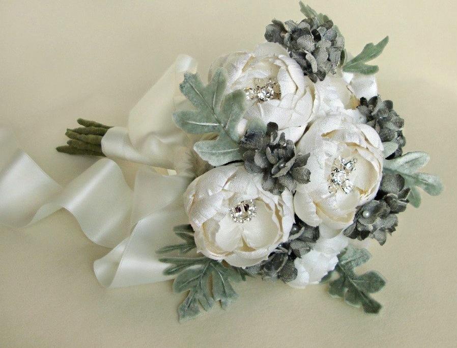 Fall-winter-wedding-ideas-handmade-velvet-treasures-from-etsy-bouquet.full