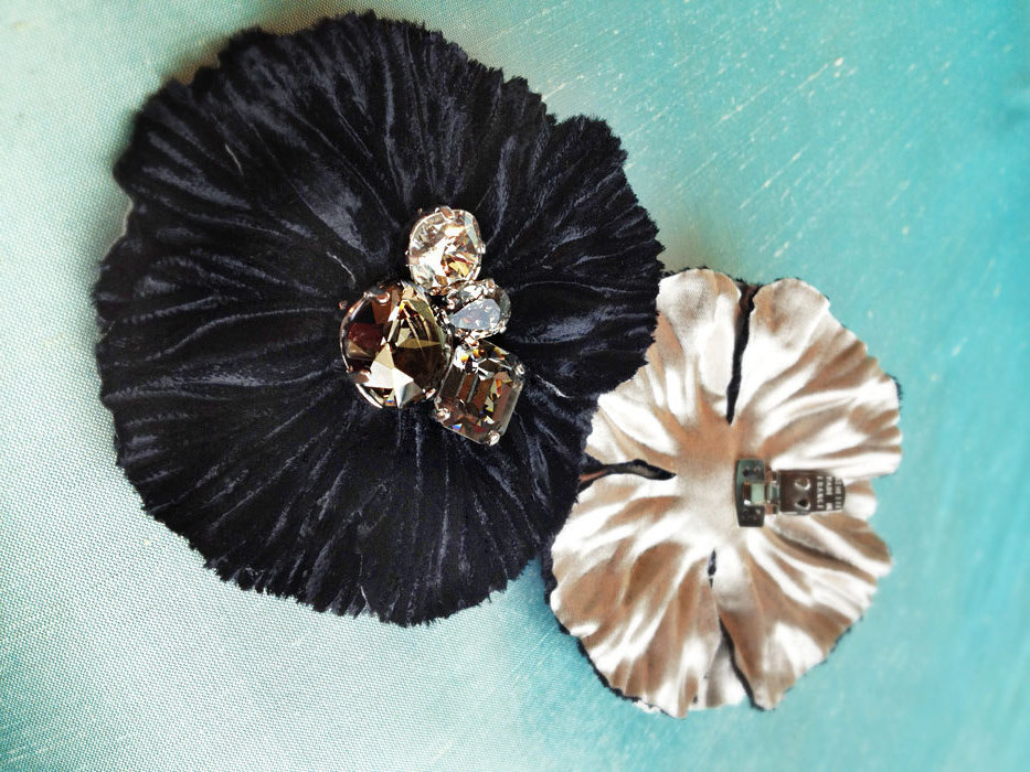 Bridal-accessories-handmade-wedding-shoe-clips-black-velvet.full