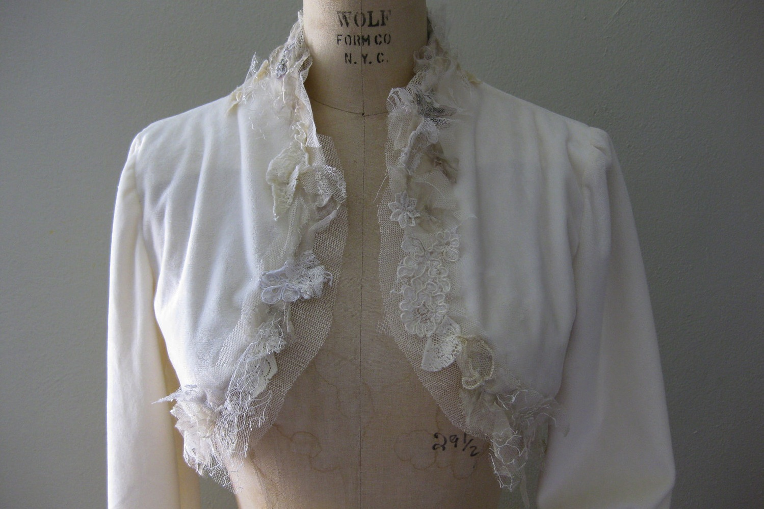 Fall-winter-wedding-ideas-handmade-velvet-treasures-from-etsy-bolero.original