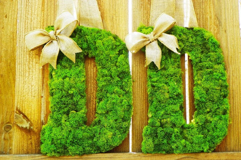 Rustic-moss-wedding-ceremony-reception-decor-eco-friendly-bright-green.full